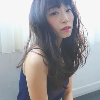 ロング 外国人風 ナチュラル 暗髪 ヘアスタイルや髪型の写真・画像