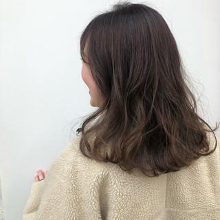 アンニュイほつれヘア ミディアム ナチュラル グレージュ ヘアスタイルや髪型の写真・画像