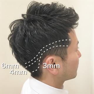 ナチュラル メンズ アップバング 刈り上げ ヘアスタイルや髪型の写真・画像