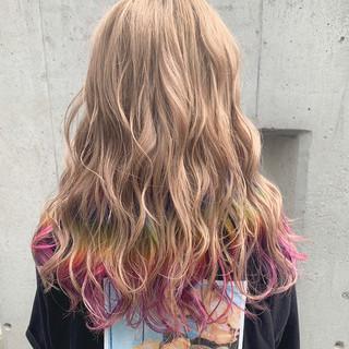 ベージュ セミロング 裾カラー インナーカラー ヘアスタイルや髪型の写真・画像