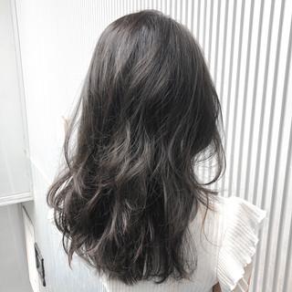 グレージュ アッシュ ナチュラル ミルクティーグレージュ ヘアスタイルや髪型の写真・画像