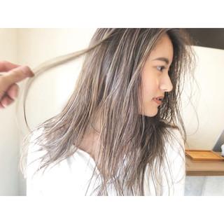 ハイライト ロング ミルクティーブラウン ナチュラル ヘアスタイルや髪型の写真・画像