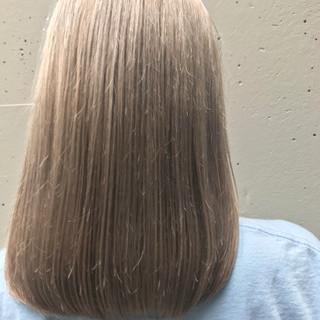 セミロング ブリーチ アッシュベージュ ベージュ ヘアスタイルや髪型の写真・画像