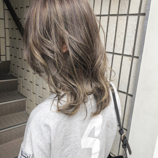 バレイヤージュ グレージュ ナチュラル 外国人風カラー ヘアスタイルや髪型の写真・画像