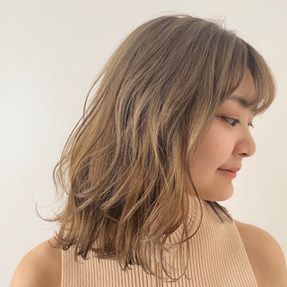 ストリート ミルクティーベージュ ハイトーンカラー ブリーチオンカラー ヘアスタイルや髪型の写真・画像