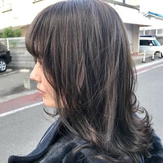 アッシュグレージュ ブルーアッシュ アンニュイほつれヘア 透明感 ヘアスタイルや髪型の写真・画像