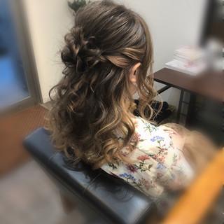 ねじり フェミニン ヘアセット セミロング ヘアスタイルや髪型の写真・画像
