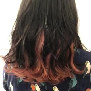 フェミニン ミディアム インナーカラー 切りっぱなしボブ ヘアスタイルや髪型の写真・画像