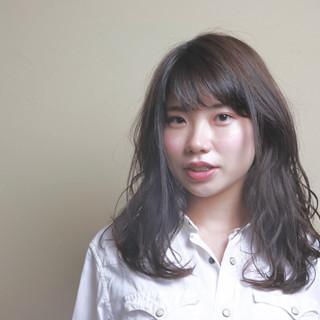 アウトドア グレージュ パーマ デート ヘアスタイルや髪型の写真・画像