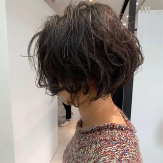 ナチュラル ゆるふわパーマ ショートボブ シースルーバング ヘアスタイルや髪型の写真・画像