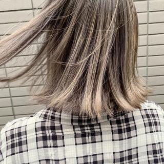 アッシュベージュ グレージュ ボブ バレイヤージュ ヘアスタイルや髪型の写真・画像