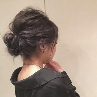 ロング シニヨン ナチュラル 大人かわいい ヘアスタイルや髪型の写真・画像