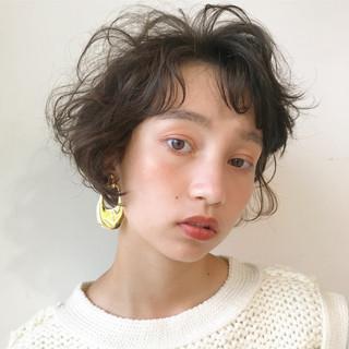 透明感 ブラウンベージュ ウェーブ パーマ ヘアスタイルや髪型の写真・画像