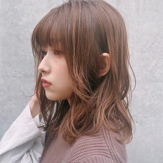 デート 大人かわいい デジタルパーマ ミディアム ヘアスタイルや髪型の写真・画像