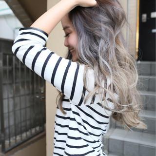 アッシュ ゆるふわ ブリーチ グラデーションカラー ヘアスタイルや髪型の写真・画像