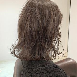 大人かわいい 外国人風カラー ミルクティーグレージュ ナチュラル ヘアスタイルや髪型の写真・画像 ヘアスタイルや髪型の写真・画像