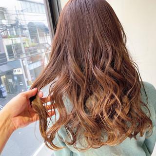 グラデーションカラー ピンク ストリート ピンクベージュ ヘアスタイルや髪型の写真・画像