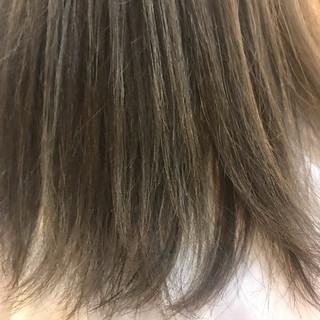 ロング カーキアッシュ モノトーン オリーブアッシュ ヘアスタイルや髪型の写真・画像