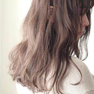 フェミニン ミルクティーベージュ ハイライト ミルクティーグレージュ ヘアスタイルや髪型の写真・画像