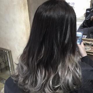 ストリート ロング アッシュ 暗髪 ヘアスタイルや髪型の写真・画像