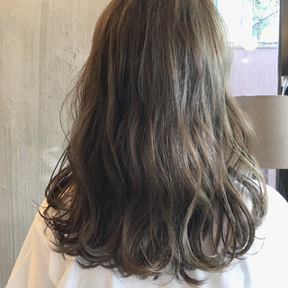 ウェーブ リラックス 女子会 ミディアム ヘアスタイルや髪型の写真・画像 ヘアスタイルや髪型の写真・画像