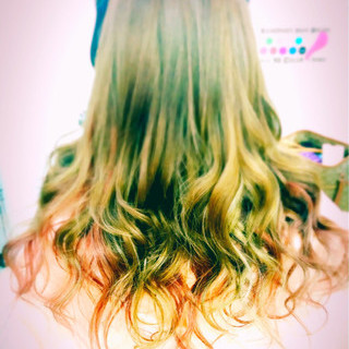 レッド ゆるふわ 個性的 ロング ヘアスタイルや髪型の写真・画像