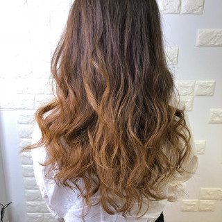 巻き髪 ハイトーン ストリート 外国人風カラー ヘアスタイルや髪型の写真・画像