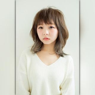 ゆるふわ インナーカラー 外国人風カラー グレージュ ヘアスタイルや髪型の写真・画像
