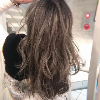 アッシュグレージュ グレージュ メッシュ エレガント ヘアスタイルや髪型の写真・画像
