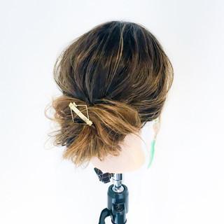 ナチュラル 簡単ヘアアレンジ ショート オフィス ヘアスタイルや髪型の写真・画像