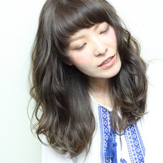 ミディアム ハイライト ストリート くせ毛風 ヘアスタイルや髪型の写真・画像