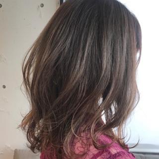 ひし形シルエット ミディアムレイヤー デジタルパーマ 大人ミディアム ヘアスタイルや髪型の写真・画像