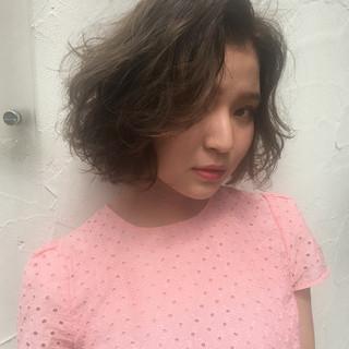 パーマ ハイライト ストリート ブラウン ヘアスタイルや髪型の写真・画像