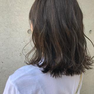 大人ミディアム 簡単スタイリング 切りっぱなし お手入れ簡単!! ヘアスタイルや髪型の写真・画像