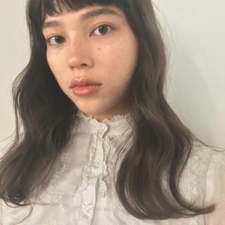フェミニン ロング デジタルパーマ 前髪パッツン ヘアスタイルや髪型の写真・画像