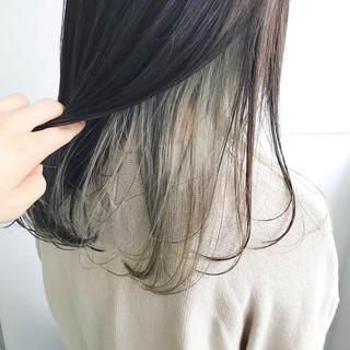 インナーカラー アンニュイほつれヘア セミロング グレージュ ヘアスタイルや髪型の写真・画像