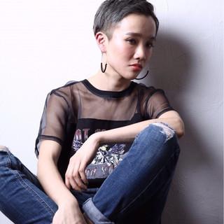 ベリーショート 刈り上げ 大人女子 ストリート ヘアスタイルや髪型の写真・画像