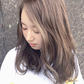 ミディアム パーマ アンニュイほつれヘア デート ヘアスタイルや髪型の写真・画像