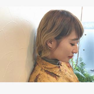 外国人風 ダブルカラー 外ハネ ハイトーン ヘアスタイルや髪型の写真・画像
