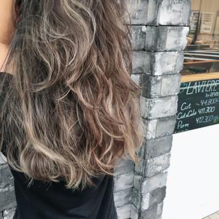 ハイライト セミロング アッシュ ストリート ヘアスタイルや髪型の写真・画像