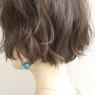 アッシュグレージュ エレガント アッシュベージュ パーマ ヘアスタイルや髪型の写真・画像