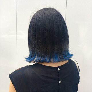 ナチュラル ポイントカラー ブルー ボブ ヘアスタイルや髪型の写真・画像