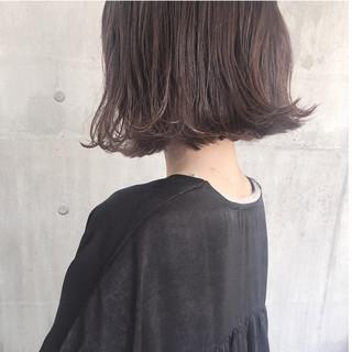 切りっぱなしボブ ナチュラル アンニュイほつれヘア アッシュベージュ ヘアスタイルや髪型の写真・画像
