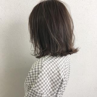 切りっぱなし ナチュラル グレージュ ボブ ヘアスタイルや髪型の写真・画像