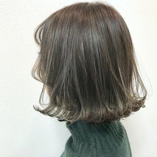 ボブ 透明感カラー アンニュイほつれヘア オリーブアッシュ ヘアスタイルや髪型の写真・画像