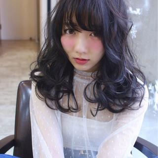 セミロング 小顔 パーマ アッシュ ヘアスタイルや髪型の写真・画像