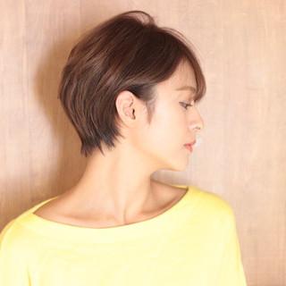 ショートヘア ナチュラル ショートボブ クール ヘアスタイルや髪型の写真・画像