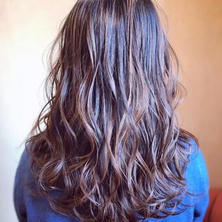 大人ハイライト 3Dハイライト ロング 巻き髪 ヘアスタイルや髪型の写真・画像