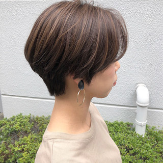 ハンサムショート ハイライト ナチュラル ひし形シルエット ヘアスタイルや髪型の写真・画像