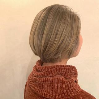 ブリーチ ブロンドカラー ショート モード ヘアスタイルや髪型の写真・画像